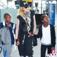 Madonna et ses enfants David et Mercy quittent Londres pour New York le 3 septembre 2013.