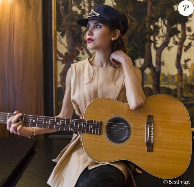 Exclusif - Joyce Jonathan avant le concert MFM Radio Live, place de la République à Lyon, le 3 mars 2017.