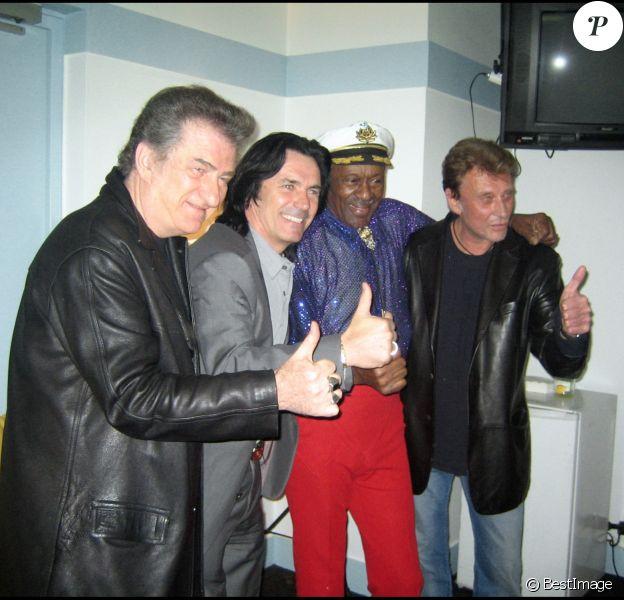 Eddy Mitchell et Johnny Hallyday dans la loge de Chuck Berry en 2005 à Paris