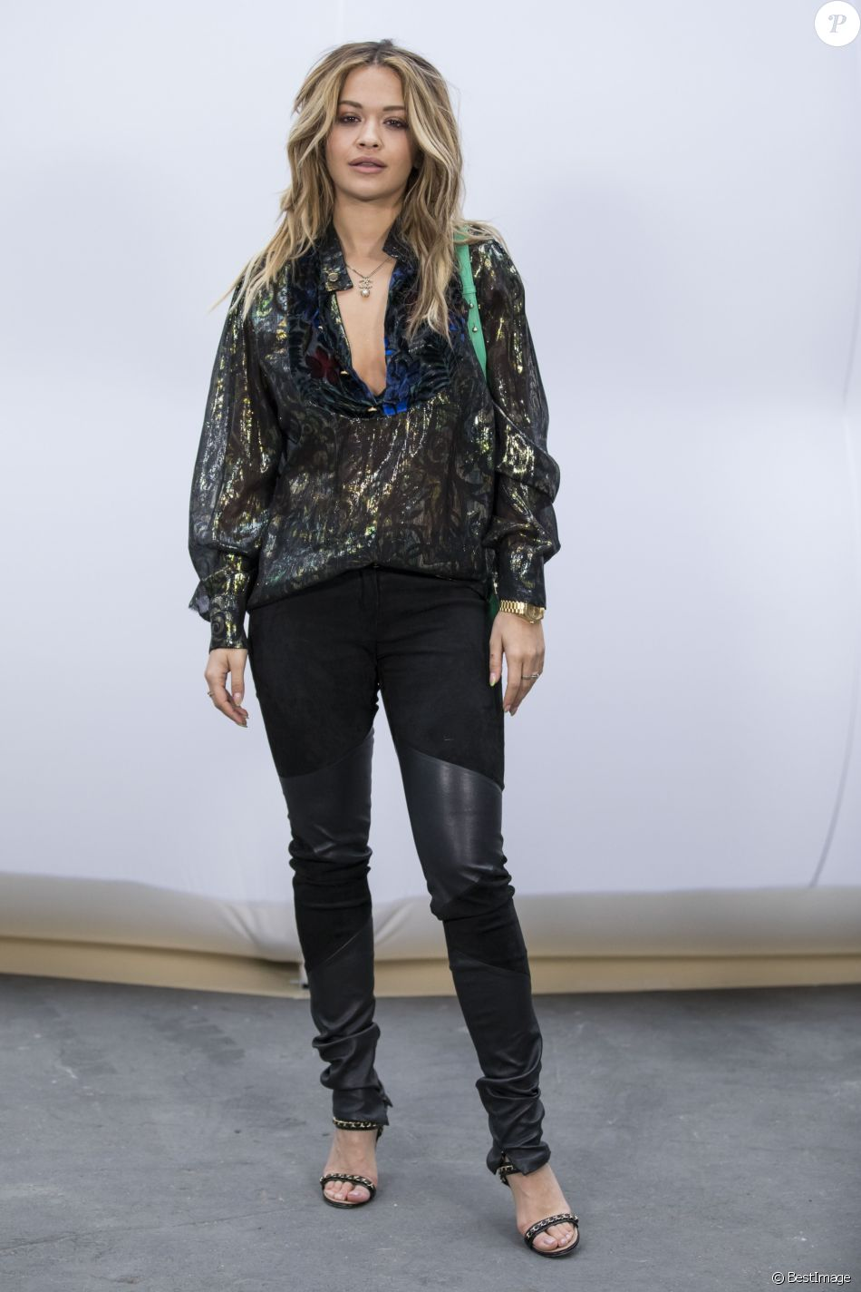 "Rita Ora lors du photocall au défilé de mode ""Chanel"" collection prêt-à-porter Automne-Hiver 2017/2018 au Grand Palais à Paris, France, le 7 mars 2017. © Olivier Borde/Bestimage"