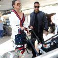 John Legend arrive à l'aéroport de LAX avec sa femme Chrissy Teigen et sa fille Luna à Los Angeles pour prendre l'avion, le 16 mars 2017