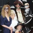 James Van Der Beek au côté de son épouse Kimberly et de leurs enfants Annabel, Joshua et Olivia à la soirée Good+ Foundation's first annual Halloween à Hollywood, le 29 octobre 2016