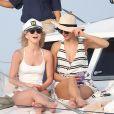 Exclusif - Julianne Hough fête son enterrement de vie de jeune fille avec des amies dont Nina Dobrev sur un magnifique yacht dans le golfe du Mexique. Julianne se marie cette année avec le joueur professionnel de hockey Brooks Laich. Le 4 mars 2017
