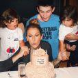 Pour ses 49 ans, Céline Dion a partagé divers clichés sur les réseaux sociaux. Ici avec ses enfants, René-Charles et les jumeaux Nelson et Eddy.