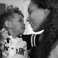 Alicia Keys et son fils Genesis (2 ans) sur une photo publiée le 8 mars 2017 sur Instagram.