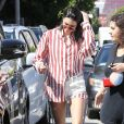 Kendall Jenner est allée déjeuner au restaurant Cuvee à West Hollywood, le 30 mars 2017  Model Kendall Jenner was was seen out for lunch at Cuvee in West Hollywood, California on March 30, 2017. The reality TV star was wearing a strange stripped shirt that stretched down and wrapped around her ankles30/03/2017 - Los Angeles