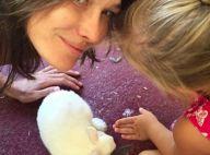 Carla Bruni et sa fille Giulia : Duo craquant avec un (vrai) lapin de Pâques