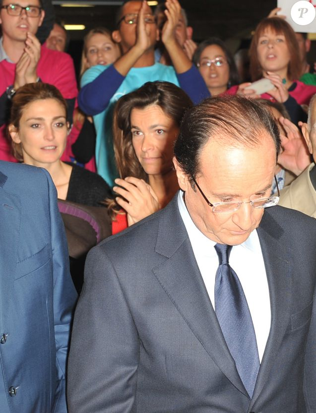 Francois Hollande, Julie Gayet, Aurelie Filippetti - Convention d'investiture de Francois Hollande a la tête du PS pour l'election presidentielle de 2012 à la Halle Freyssinet à Paris, le 22 octobre 2011.