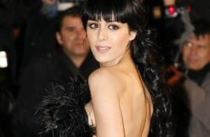 NRJ Music Awards : Sofia Essaïdi, fabuleusement sexy en robe fendue et décolleté profond...