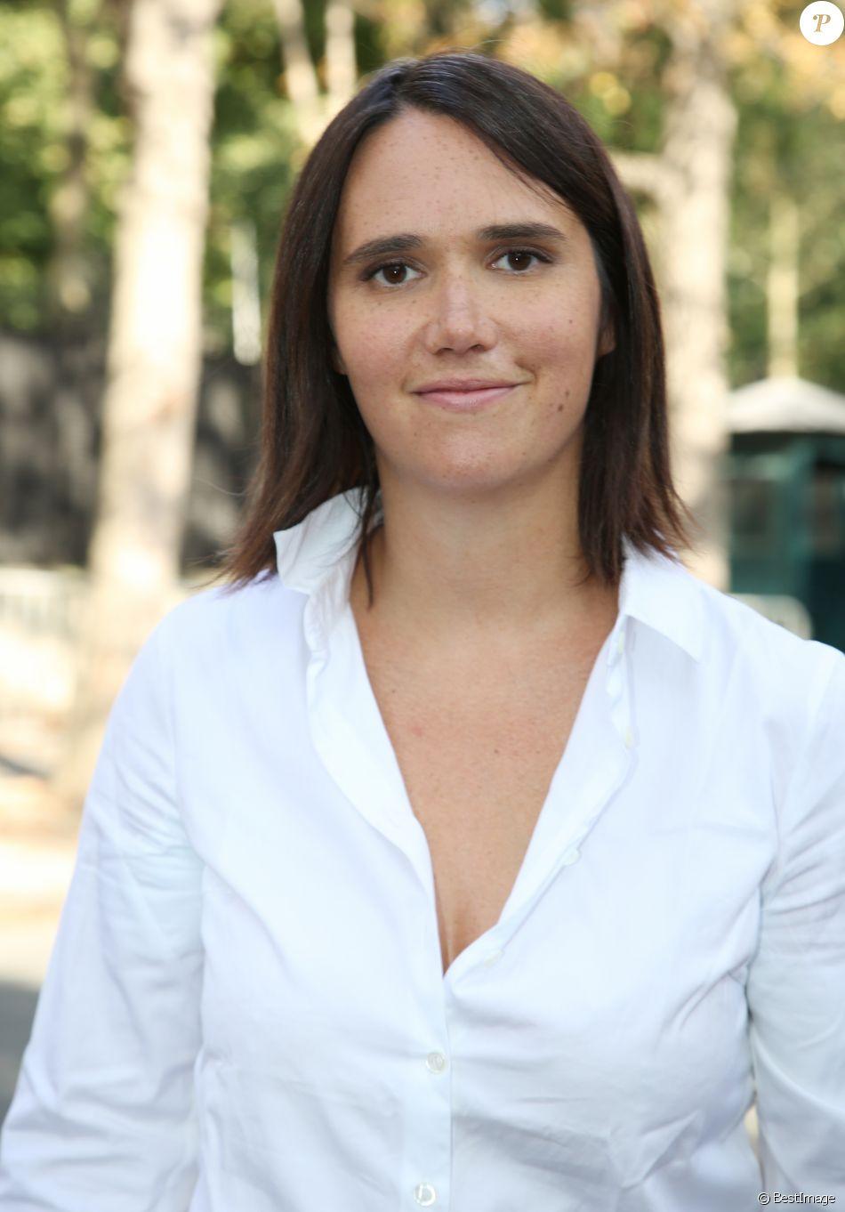 Exclusif - Jeanne Herry - Arrivées à l'enregistrement de l'émission Vivement Dimanche à Paris, le 10 septembre 2014