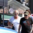 Johnny Hallyday a déjeuné au restaurant 26 Beach à Venice avec son ami Jean-Claude Darmon et son manager Sébastien Farran le 22 avril 2017.