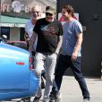 Johnny Hallyday a déjeuné au restaurant 26 Beach à Venice avec son ami Jean-Claude Darmon et son manager Sébastien Farran le 22 avril 2017