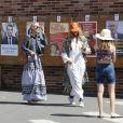 Laeticia Hallyday va voter avec une amie à Burbank pour le premier tour des élections présidentielles le 22 avril 2017.