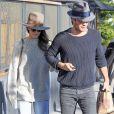 Nikki Reed et son mari Ian Somerhalder se promènent dans les rues de West Hollywood, le 19 décembre 2016.