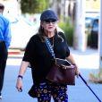 Carrie Fisher sort avec son chien à Beverly Hills le 29 septembre 2016.