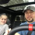 Jason Aldean, ici en mars 2017 avec sa fille Keeley issue de son premier mariage, et sa femme Britanny (Kerr) ont annoncé le 9 mai 2017 sur Instagram qu'ils attendent leur premier enfant. Photo Instagram 2017.
