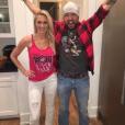 Jason Aldean et sa femme Britanny (Kerr) ont annoncé le 9 mai 2017 sur Instagram qu'ils attendent leur premier enfant. Photo Instagram 6 février 2017, à l'occasion du Super Bowl et de la victoire des Falcons d'Atlanta.