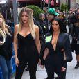 Khloé et Kim Kardashian arrivent au Radio City Hall, au Rockefeller Center à New York, le 15 mai 2017.