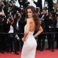 """Izabel Goulart - Montée des marches du film """"Mise à Mort du Cerf Sacré"""" lors du 70ème Festival International du Film de Cannes. Le 22 mai 2017."""