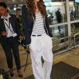Izabel Goulart arrive à l'aéroport de Nice-Côte d'Azur, le 21 mai 2017.