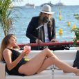 Christophe Beaugrand (parrain de l'association Refuge) et les invités de l'association Refuge - Live de Sébastien Tellier sur la plage de la Villa Schweppes lors du 70ème Festival International du Film de Cannes Le 22 mai 2017. © Veeren/Bestimage