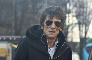 Ronnie Wood : Le guitariste des Rolling Stones opéré en secret