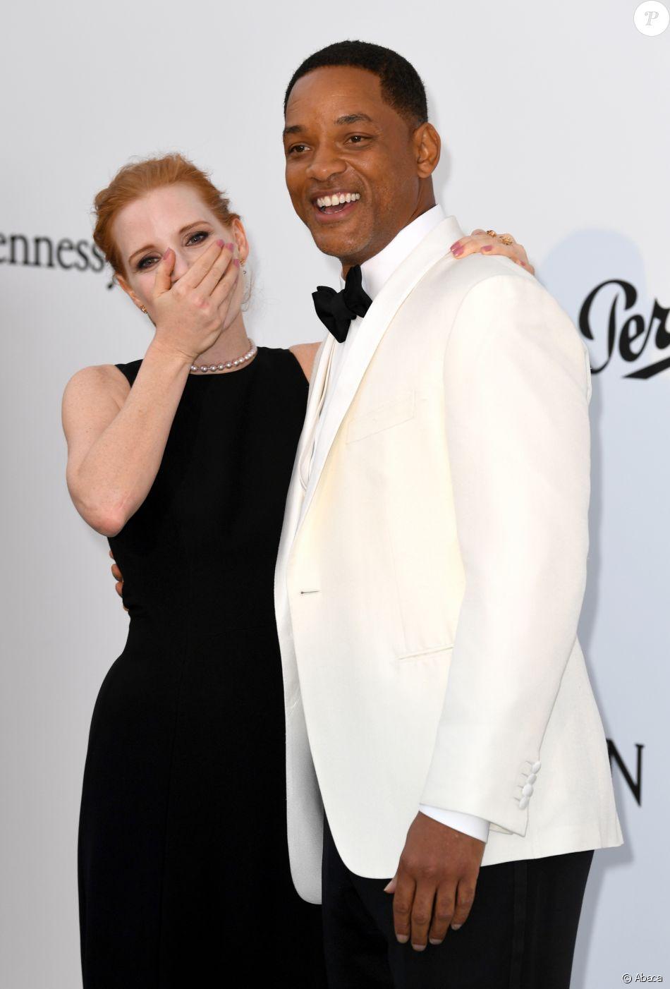 """Jessica Chastain et Will Smith - Photocall de la soirée """"24th edition of AmfAR's Cinema Against AIDS"""" Gala à l'hôtel de l'Eden Roc au Cap d'Antibes, France, le 25 mai 2017, lors du 70e Festival International du Film de Cannes."""