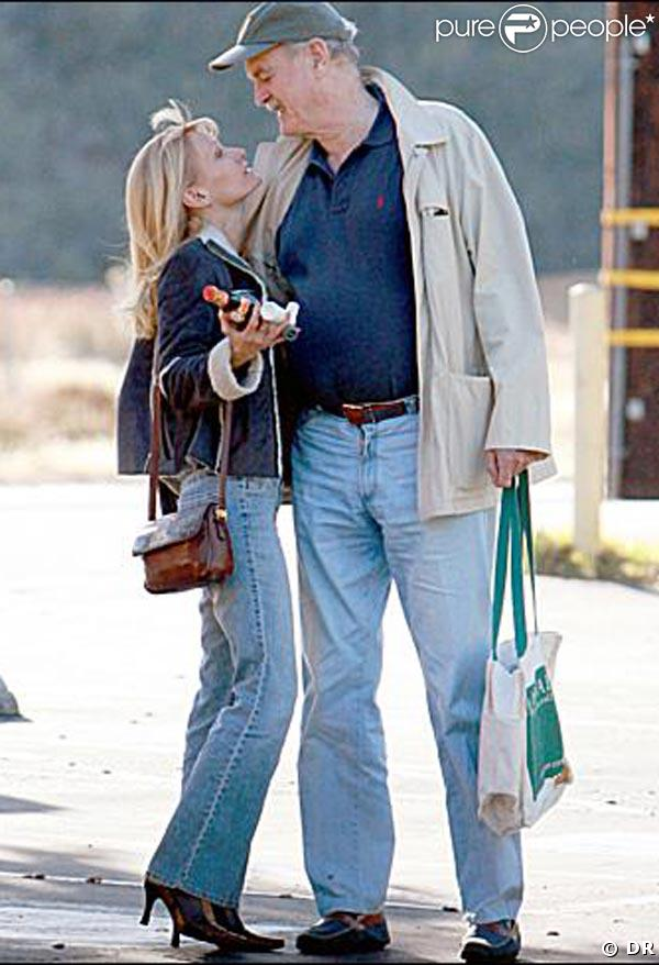 John Cleese et sa petite amie Barbie Orr, qui lui a menti sur son âge en se rajeunissant de 20 ans !