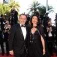 """Jean Reno et sa femme Zofia à la montée des marches du film """"The Last Face"""" lors du 69ème Festival International du Film de Cannes le 20 mai 2016."""