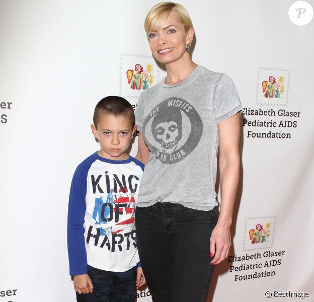 Jaime Pressly et son fils Dezi James Calvo à la 26ème soirée caritative «The Elizabeth Glaser Pediatric AIDS» à Los Angeles, le 25 octobre 2015 © CPA/Bestimage