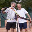 Denis Charvet et Jean-Michel Apathie lors de la deuxième journée du Trophée des Personnalités de Roland-Garros le 7 juin 2017.