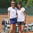 Tara Jaron et Estelle Denis à la troisième journée du Trophée des Personnalités de Roland-Garros le 8 juin 2017.