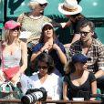 Margot Bancilhon et son compagnon, Alice Belaïdi et son compagnon Gianni Giardinelli dans les tribunes des Internationaux de Tennis de Roland Garros à Paris le 8 juin 2017 © Cyril Moreau-Dominique Jacovides/Bestimage
