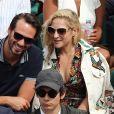 Marilou Berry et son compagnon - Les célébrités dans les tribunes lors des internationaux de France de Roland-Garros à Paris, le 4 juin 2017. © Dominique Jacovides-Cyril Moreau/Bestimage