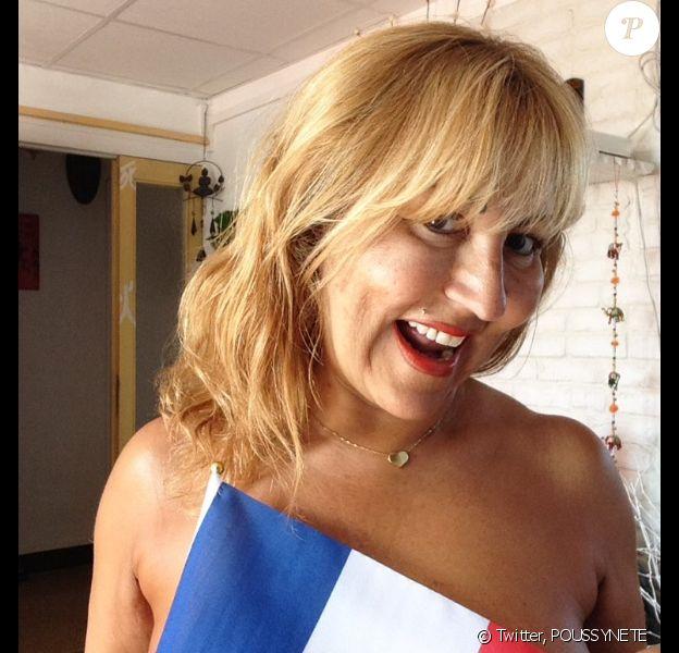 """Marie-Paule de """"L'amour est dans le pré 2014"""" pote dénudée pour soutenir les Bleus lors de la coupe d'Europe de football. Juin 2016."""