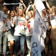 """Dolce & Gabbana lance deux t-shirts """"Boycott Dolce & Gabbana"""", inspirés de l'appel au boycott de la marque italienne suite à son soutien à Melania Trump."""