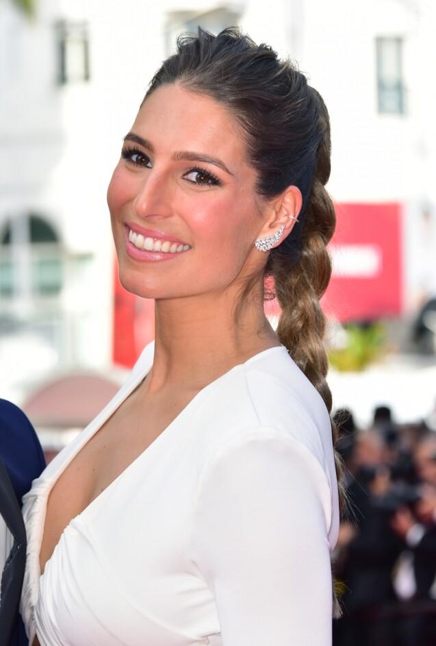 Laury Thilleman (Miss France 2011) à la montée des marches de la soirée du 70ème Anniversaire du Festival International du Film de Cannes, le 23 mai 2017. © Giancarlo Gorassini/Bestimage