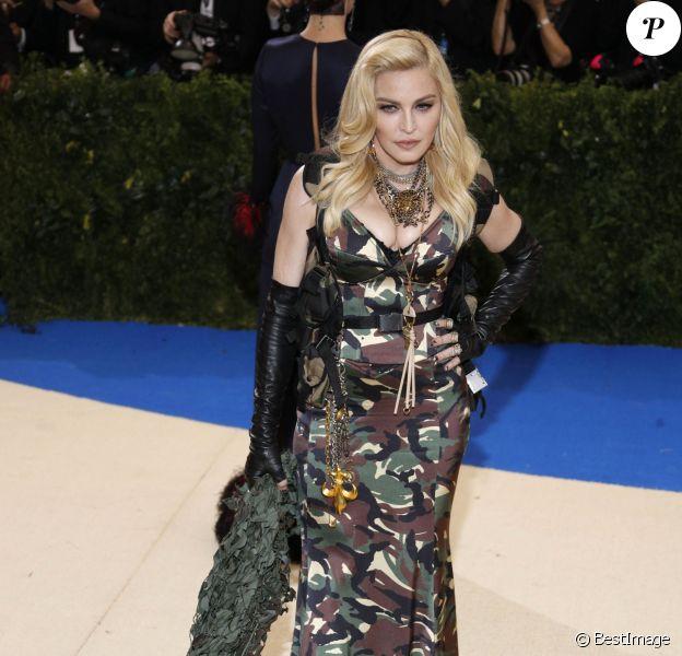 """Madonna (un grillz dentaire fait de diamants) au MET 2017 Costume Institute Gala sur le thème de """"Rei Kawakubo/Comme des Garçons: Art Of The In-Between"""" à New York le 1er mai 2017."""