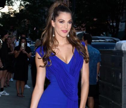 Iris Mittenaere affirme son sex-appeal, au côté d'une ancienne Miss incendiaire