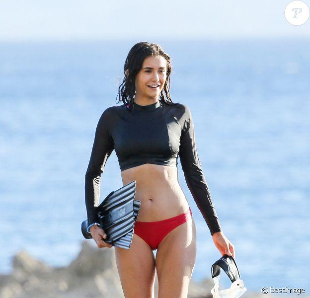 Exclusif - Nina Dobrev en vacances à Honolulu, Hawaï, Etats-Unis, le 21 juin 2017.