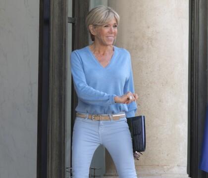 Brigitte Macron estivale en bleu ciel, Arnold Schwarzenegger séduit