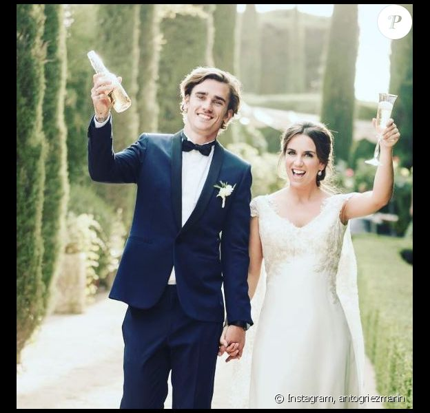 Antoine Griezmann partage une photo de son mariage avec Erika Choeprena sur ses réseaux sociaux le 19 juin 2017.