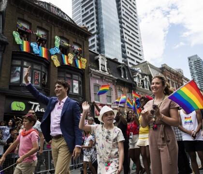Justin Trudeau : Un ministre amusé et en famille à la gay pride de Toronto