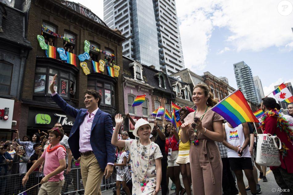 Le Premier ministre Justin Trudeau, son épouse Sophie Grégoire et ses enfants Ella-Grace et Xavier présents lors de la marche des fiertés à Toronto, ce dimanche 25 juin 2017. Photo de Mark Blinch/CP/ABACAPRESS.COM
