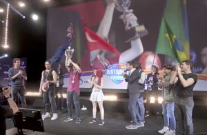 Natoo : Pour la Just Dance World Cup, la youtubeuse fait déjà le show !