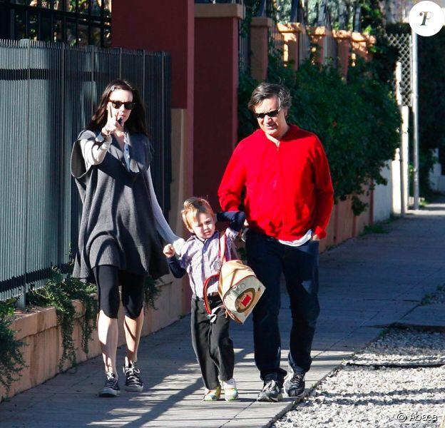 Liv Tyler accompagne son fils Milo à l'école avec un ami