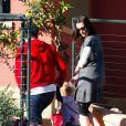 Liv Tyler accompagne son fils Milo à l'école