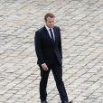Le président de la République française Emmanuel Macron lors de la prise d'armes dans la cour d'honneur de l'Hôtel national des Invalides à Paris, le 30 juin 2017. © Stéphane Lemouton/Bestimage