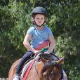 Exclusif - Victoria et David Beckham accompagnent leur fille Harper à son cours d'équitation à Los Angeles, le 4 avril 2017.