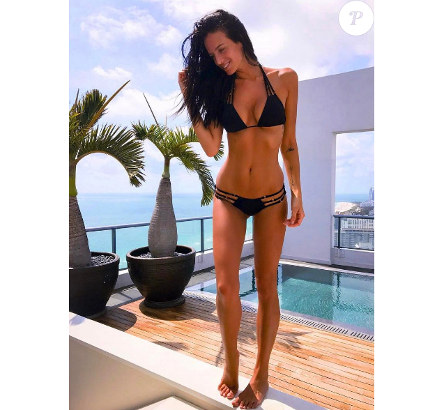 Jade Lagardere bombesque en maillot de bain - Photo publiée sur Instagram le 5 avril 2017